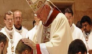 Prifti Eduardo Vincenzo Maria Gomez  disa javë para aksidentit