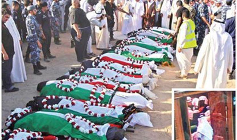 Viktimat e shpërthimit terrorist në xhami  para varrimit në Kuvajt.