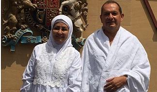 Simon Collis me bashkshorten Huda, në Mekë
