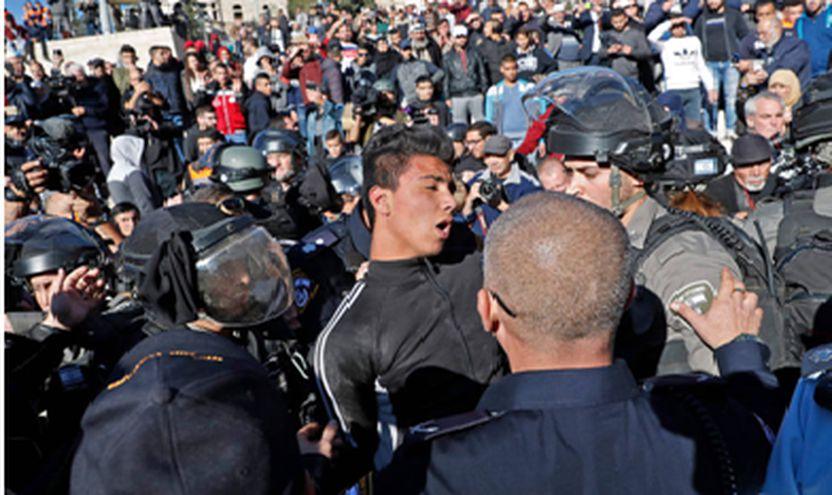 Forcat izraelite dhunë ndaj protestuesve palestinezë gjatë një demonstrate kundër njohjes së Presidentit të SHBA-së Donald Trump nga Jeruzalemi si kryeqyteti i Izraelit, pranë  Beit El në Ramallah, Bregu Perendimor, më 12 dhjetor 2017.