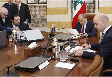Presidenti Libanez Michel Aoun (C) dhe kryeministri Saad Hariri (L) gjatë një takimi me kabinetin qeveritarShkurt 8, 2018
