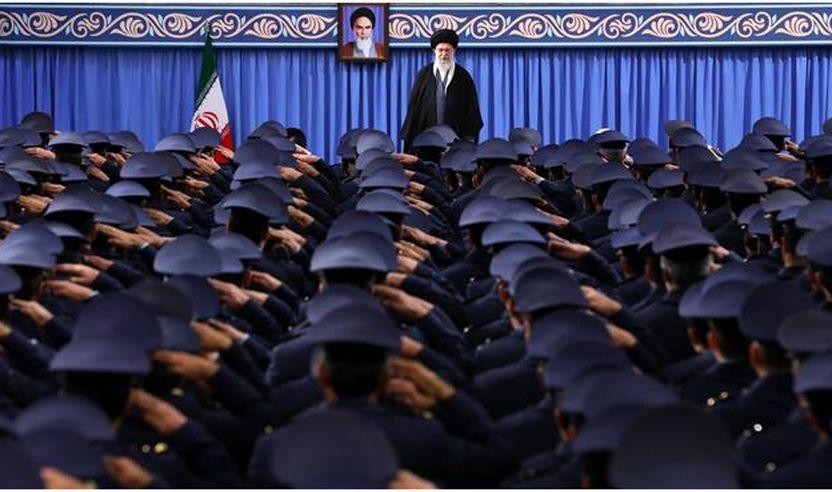 Udhëheqësi i Irevolucionit Islamik të Iranit ka pritur pranë tij komandantët dhe personelin e Forcave Ajërore të Iranit dhe Bazën Mbrojtëse Ajërore të vendit Khatam al-Anbia më 8 shkurt të vitit 2018.
