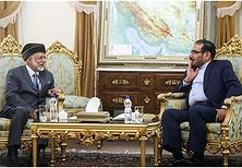 Sekretari i Përgjithshëm i Këshillit të Lartë të Sigurisë Kombëtare të Iranit, Ali Shamkhani (në të djathtë) dhe Ministri i Punëve të Jashtme i Omanit, Jusuf bin Alavi kanë zhvilluar një takim në Teheran më 17 mars 2018 (Foto e mundësuar nga IRNA)