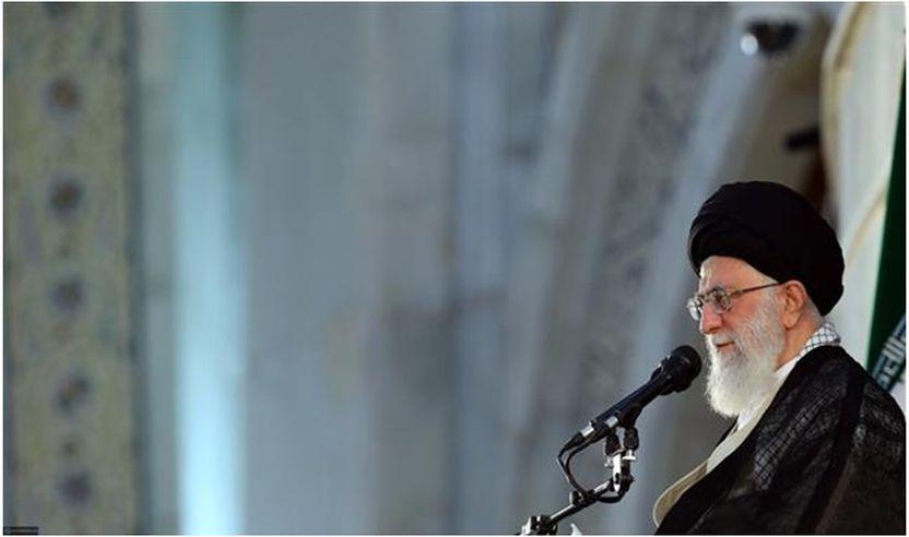 Udhëheqësi i Revolucionit Islamik, Ajetullah Sejjid Ali Hamenei i është drejtuar mijëra iranianëve nga rradhët e popullit dhe zyrtarëve të shtetit të mbledhur në muzeumin e krijuesit të Republikës Islamike të Iranit, Imam Humeinit në Teheran më 4 qershor të vitit 2018, gjatë përkujtimit të përvjetorit të 29 të vdekjes së të ndjerit. (foto e mundësuar ngakhamenei.ir)
