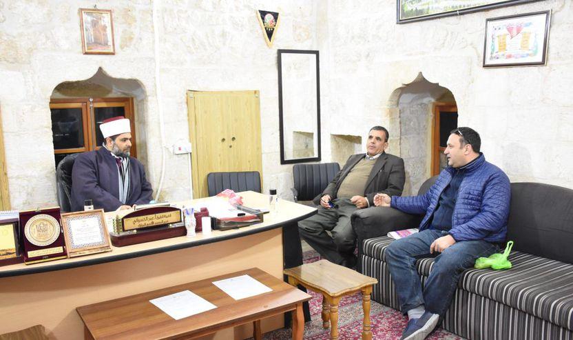 Me Sheh Omar Avdallah Kisuanin duke biseduar mbi aparteidin izraelit kunder Xhamise Aksa
